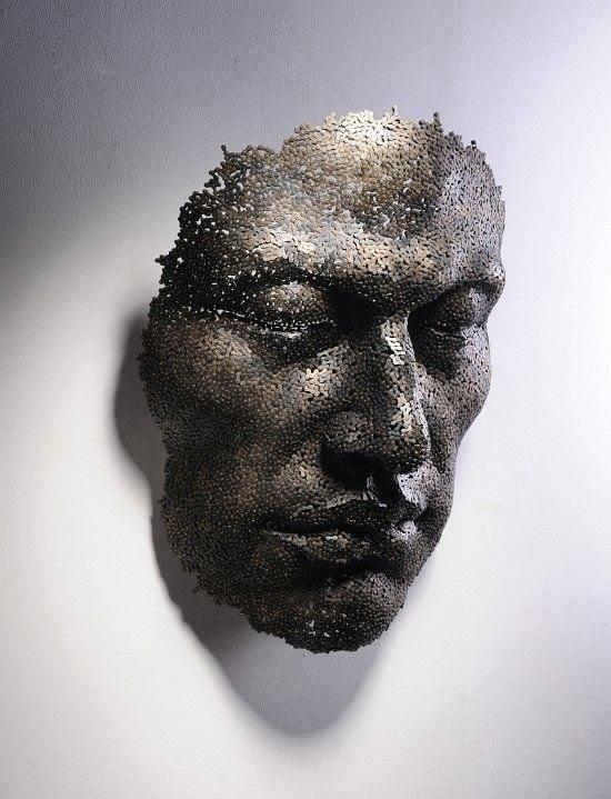 Rzeźby z metalowych łańcuchów 24