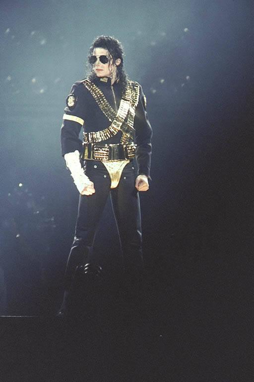 Dangerous World Tour (Información, Fotos y Videos)  8c8ixbfu