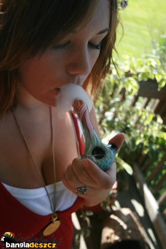 Dziewczyny i marihuana 23