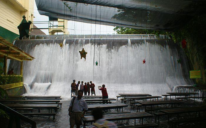 Restauracja pod wodospadem 5