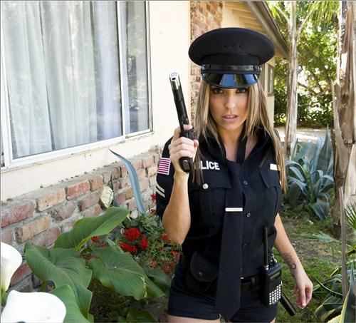 Courtney Cummz - Undercover Titties - BigTitsInUniform/BraZZers - (2012/HD/720p/1.97 Gb)