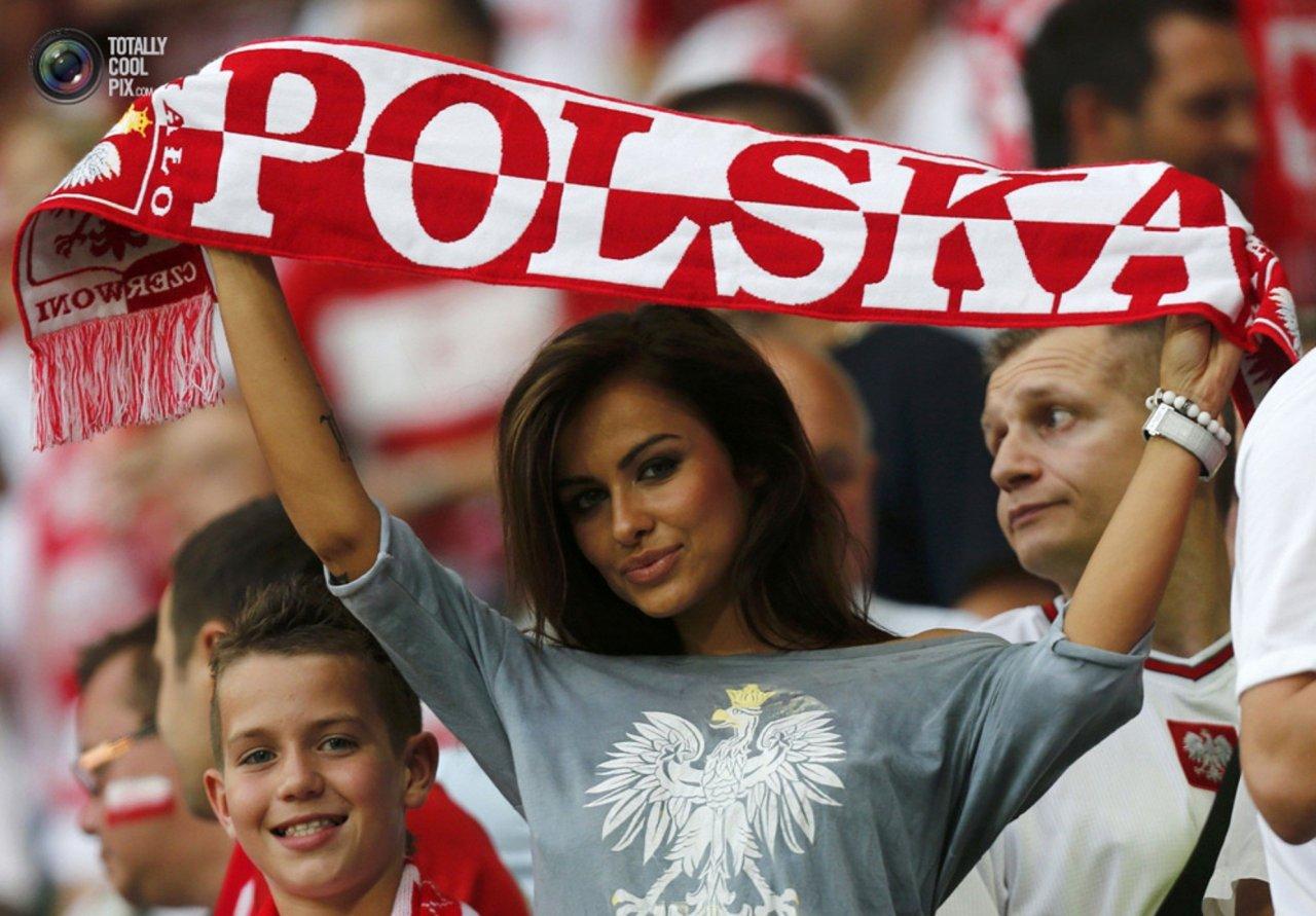 Natalia Siwiec na stadionie. Najpiękniejsza polska kibicka. 4