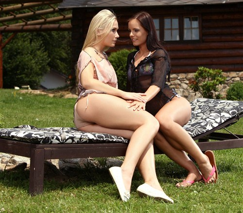 Tania, Kari - Garden Romance - SapphicErotica - (2012/HD/720p/471 Mb)
