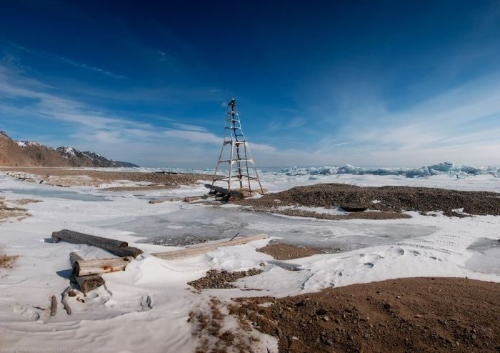 Zamarznięte jezioro Bajkał 37