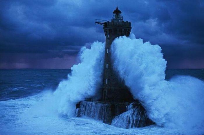 Latarnia morska podczas sztormu 3