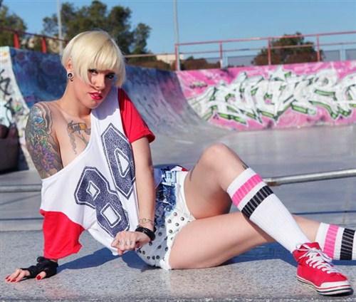 Lina Heels - Me la follo en la pista de skate - SomosLaLeche/Leche69 - (2012/HD/720p/293.61 Mb)