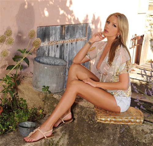 Danielle Maye - Toy in the Garden! - 1By-Day/DDFProd - (2012/FullHD/1080p/1.53 Gb)