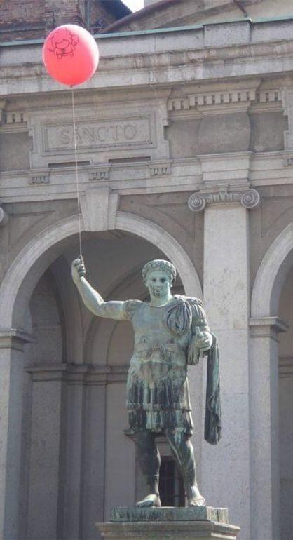 Nietypowe rzeźby i pomniki 27