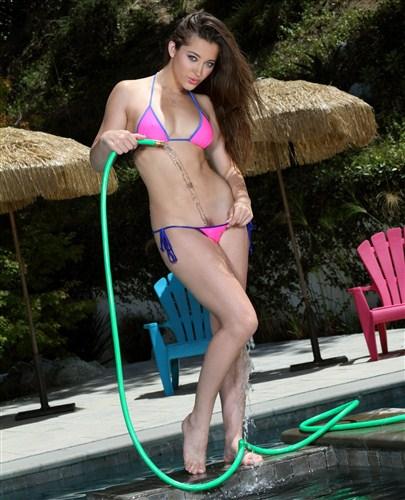Dani Daniels - Pink Thong and Water Hose - BikiniRiot - (2012/HD/720p/209 Mb)
