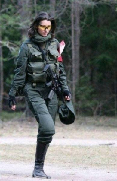 Uzbrojone dziewczyny 25
