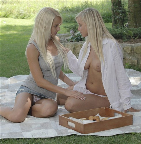 X-Art: Mary, Anneli - Afternoon Picnic (2013) HD