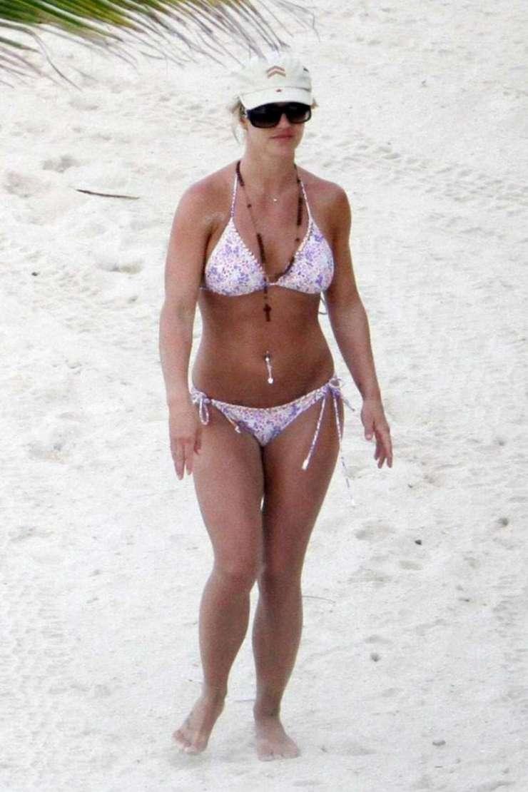 Britney Spears w stroju kąpielowym 6
