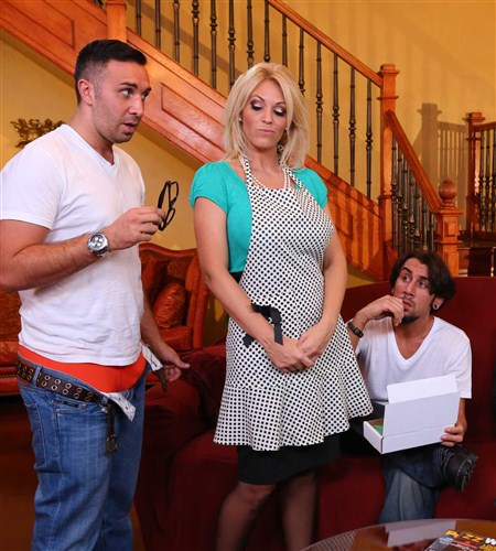 MommyGotBoobs/Brazzers: Charlee Chase - Charlee Chase, In All Her Glory Hole (2013) HD