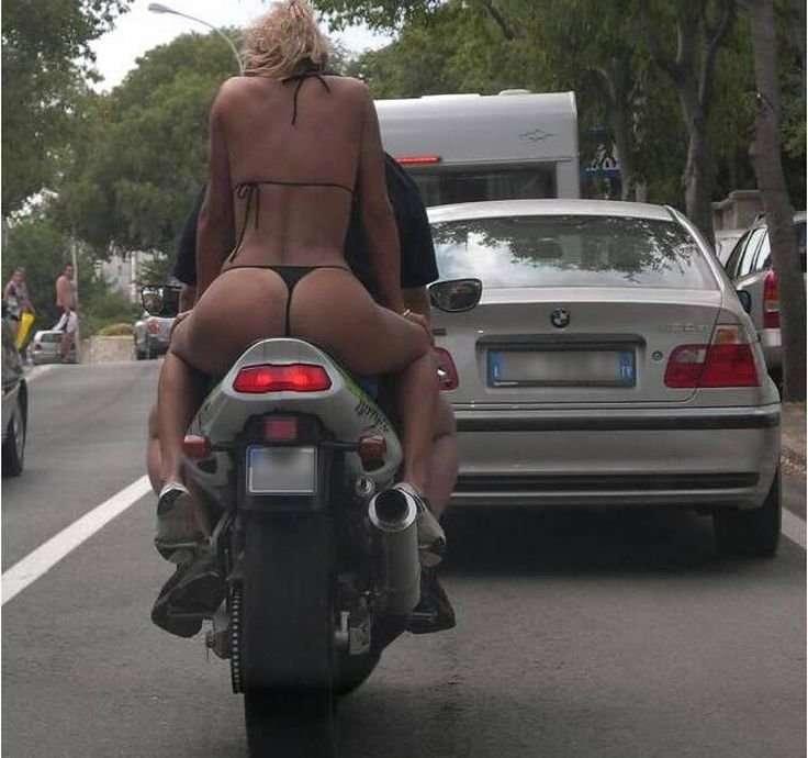 Motocyklistka 3