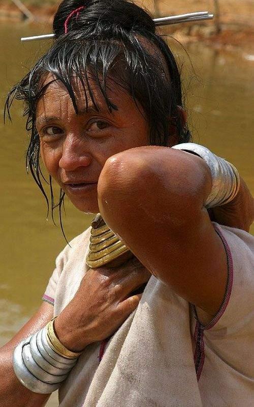 Długie szyje kobiet z plemienia Padaung 20